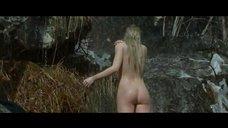 1. Екатерина Вилкова моется под водопадом – Самка
