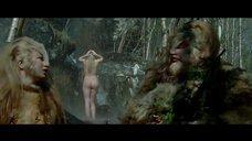 5. Екатерина Вилкова моется под водопадом – Самка