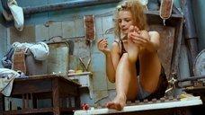 1. Екатерина Вилкова красит ногти – Стиляги