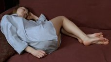 Оксана Акиньшина в мужской рубашке