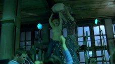 Юлия Ломакина танцует топлес