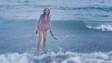Оксана Фандера купается в Черном море