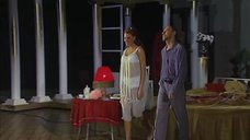 Сексуальная Любовь Толкалина на сцене театра