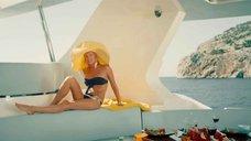 Олеся Судзиловская в купальнике