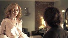 Эми Адамс в халате без лифчика