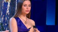 Юлия Михалкова со спущенной брителькой на сцене
