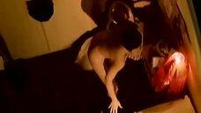 2. Моника Беллуччи ложится голой в кровать – Плохой жанр