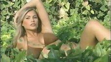 Красотка София Вергара позирует в купальнике