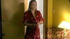 3. Засвет груди Линды Хэмилтон – Линия