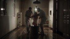Ану Марию Польворосу окунают в ледяную ванну