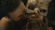 Секс сцена с девушкой в маске