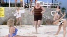 Спортивные девушки на пляже