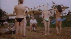 Девушки снимают купальники