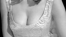 Крупный план груди девушки