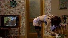 10. Подглядывание за девушкой из телевизора – Шоу Бенни Хилла