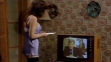 3. Подглядывание за девушкой из телевизора – Шоу Бенни Хилла