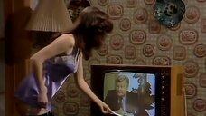 4. Подглядывание за девушкой из телевизора – Шоу Бенни Хилла