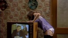 5. Подглядывание за девушкой из телевизора – Шоу Бенни Хилла