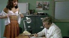 Милая девушка на приеме у доктора