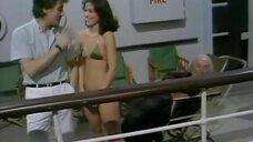 Случайное приставание к девушкам на палубе