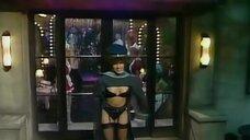 4. Девушка в белье на входе – Шоу Бенни Хилла