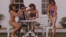 2. В окружении симпатичных девушек в купальниках – Шоу Бенни Хилла