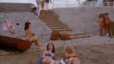 1. Сцена с обворожительными девушками в купальниках – Шоу Бенни Хилла