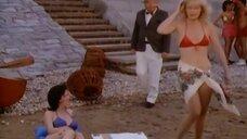 2. Сцена с обворожительными девушками в купальниках – Шоу Бенни Хилла