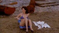 Сцена с обворожительными девушками в купальниках
