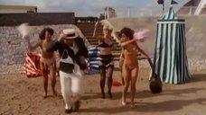 4. Девушки с пляжных раздевалок – Шоу Бенни Хилла