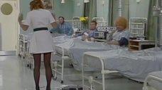 3. Медсестра засветила трусики перед больными – Шоу Бенни Хилла