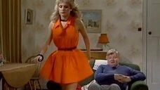 1. Засвет блондинки возле телевизора – Шоу Бенни Хилла
