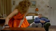 2. Засвет блондинки возле телевизора – Шоу Бенни Хилла