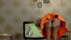 Засвет блондинки возле телевизора