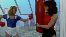 4. Секси девушки в боксерских перчатках – Шоу Бенни Хилла