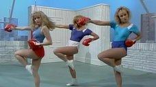 7. Секси девушки в боксерских перчатках – Шоу Бенни Хилла
