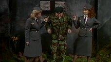 1. Девушки раздели военного – Шоу Бенни Хилла