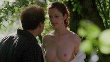 Джуди Грир показавает голую грудь