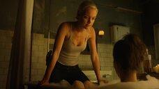 Горячая сцена с Рэйчел Скарстен и Анной Силк в ванноей