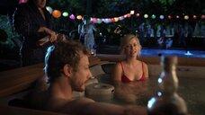 Эми Чупак Лалонд в купальнике в джакузи
