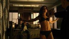 Эммануэль Вожье принудительно танцует в белье
