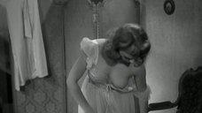 Франсуаза Арнуль засветила голую грудь