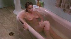 Обнаженная Линда Блэр в ванне