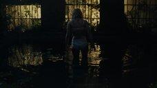 Лили Рейнхарт в нижнем белье