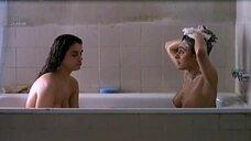 Обнаженные Рут Габриэль и Кандела Пенья в ванне