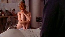 Лора Линни позирует голой