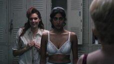 Сунита Мани и Кейт Нэш в раздевалке