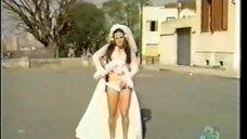 Секси Селма Эгрей в свадебном платье