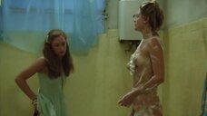 3. Обнаженная Вера Фишер моется в ванной – Красивая, но обыкновенная