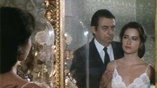 Секси Rossella Monaco  перед зеркалом